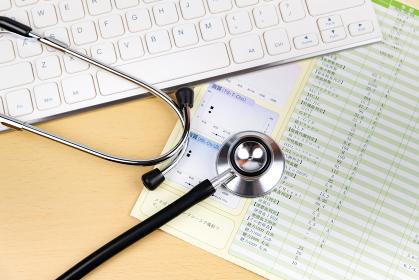 健康診断結果 聴診器 キーボード 医療イメージ