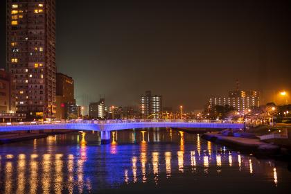 夜の地方都市の街並み (福岡県北九州市)