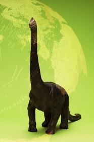 恐竜と地球儀の合成