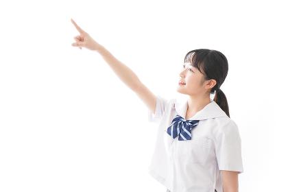 制服を着た笑顔の女子高校生
