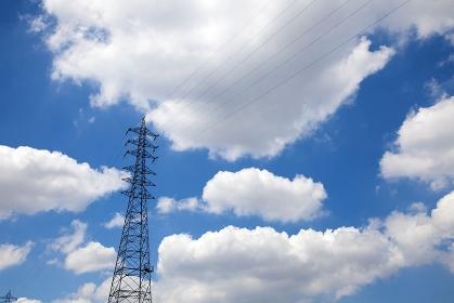 高圧鉄塔と大空