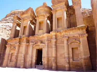 ヨルダン・ペトラ遺跡にてハイライトのエドディル修道院