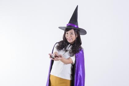 ハロウィンのコスチュームを着た女性
