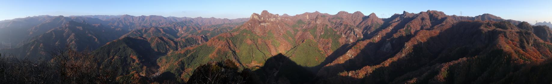 群馬県・大屋山頂上からの展望 (朝焼け)(秋/紅葉)(パノラマ)