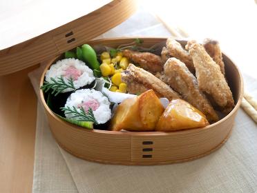 手作りのおいしい曲げわっぱのお弁当【巻き寿司】