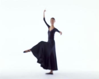 バレエを踊る女性