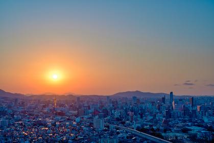 足立山展望台から眺める夕暮れの北九州都市景観