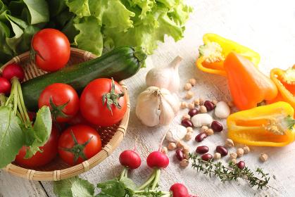 色々な野菜や豆類の集合イメージ写真