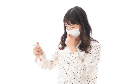 風邪をひいた若い女性