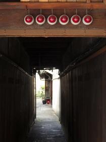 京都の町家の入り口のランプ