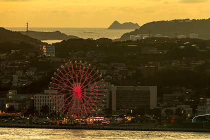 門司港レトロ展望室から見る下関観光地の夕暮れ