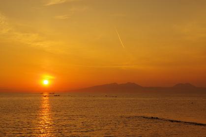 有明海の朝日と漁船