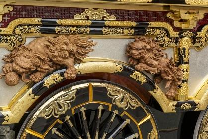 高山秋祭り、豊明臺の華麗な装飾唐獅子