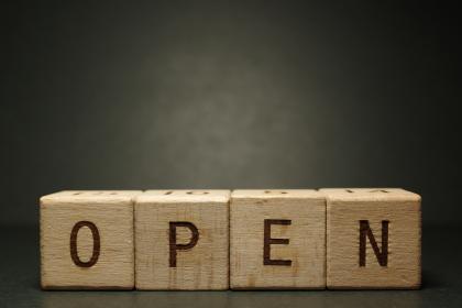 オープン 開く 開店 開ける open