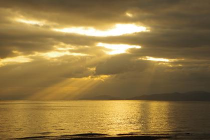 有明海に降り注ぐ光