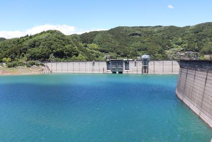 神流湖(埼玉県神川町、群馬県藤岡市)