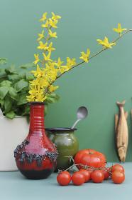 sea salt enamel pot with a spoon