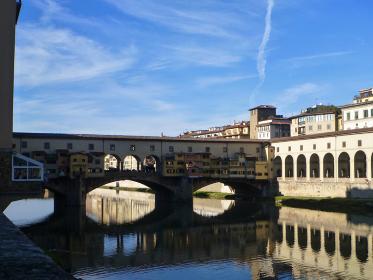 イタリア・フィレンツェにて昼間のポンテ・ヴェッキオ橋
