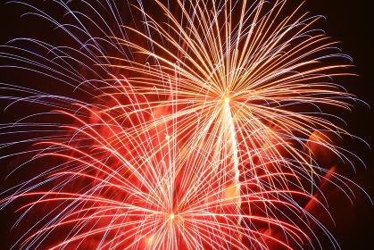 打ち上げ花火。花火は日本の夏の風物詩。